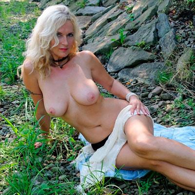 Sexcam Chat mit nackter notgeiler reifer Frau Scarlette